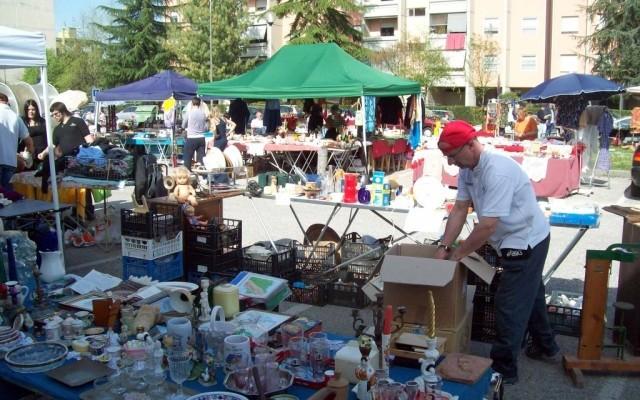 Bescoreale pubblicato dal comune il bando per il for Il mercatino roma